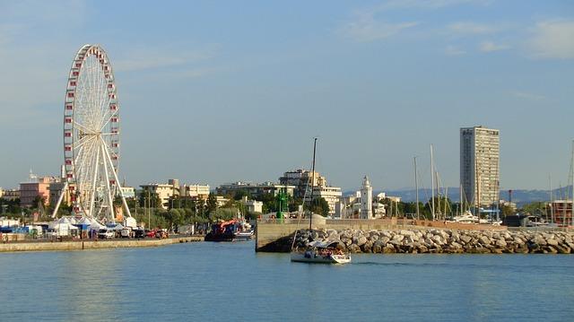 vista del porto di rimini